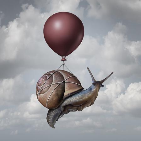 Erfolg: Erfolgskonzept und Geschäftsvorteil Idee oder Spiel-Wechsler-Symbol als ein Ballon hob eine langsame Generika Schnecke als eine neue Strategie und Innovation Metapher für kreativ, denken.