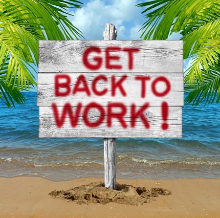 resor: Kom tillbaka till jobbet affärsmotivationskoncept som en semesterstrandsskylt med text som sprutas på skylten som en symbol för slutet av semestern och en återkomst till kontoret för att komma på jobbet.