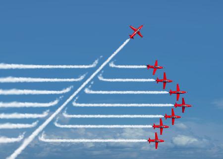 lider: Juego cambiador de negocio o concepto cambio político y perjudicial símbolo de la innovación y ser un pensador independiente con nuevas ideas de la industria como un chorro individuo romper a través de un grupo de humo de avión como una metáfora de liderazgo desafiante.