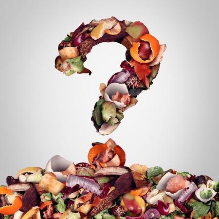 Composteren van vragen als een composthoop van rottende keukenvruchten, eischalen en groente voedselresten in de vorm van een vraagteken als bananenschil, oranje en uienafvalafval voor recycling als een ecologisch verantwoorde stof die de bodem verrijkt in een tuin.