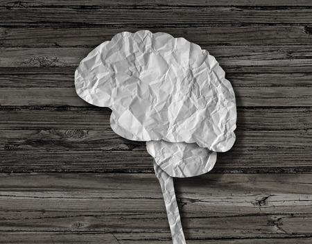 enfermedades mentales: papel de cerebro concepto médico como una hoja arrugada corta en la forma de un órgano pensamiento humano como un símbolo de salud mental para enfermedades neurológicas y curas.