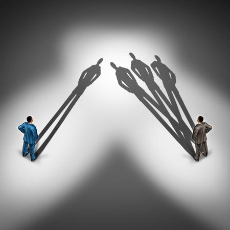 Operaio concetto di produttività e produttiva simbolo dipendente come due uomini d'affari con una persona con un solo un'ombra e un altro uomo d'affari con un gruppo di ombre come overachiever skillfull.