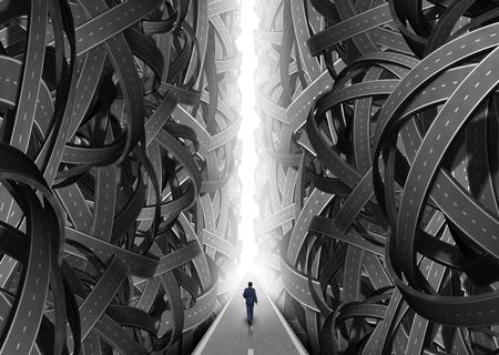 confundido: Confusi�n concepto de v�a como un hombre de negocios recorre en un camino brillante directamente a trav�s de una abertura de caminos y calles confusas carretera como s�mbolo para la soluci�n de orientaci�n y asesoramiento de consulta. Foto de archivo