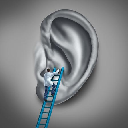 dolor de oido: Concepto médico medicina oído como un médico o de salud especialista en el tratamiento del órgano de la audición humana como un médico que realiza un examen para los síntomas auditivos o infecciones de oído. Foto de archivo