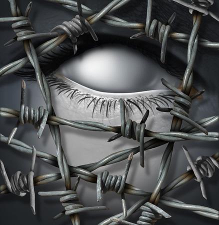 prisionero: Concepto de víctima Anónimos y amenaza intruso sin nombre que se mantienen fuera de alambradas de púa o como un valor o concepto de daño moral de sufrir a solas con un ojo en blanco humana surrealista. Foto de archivo