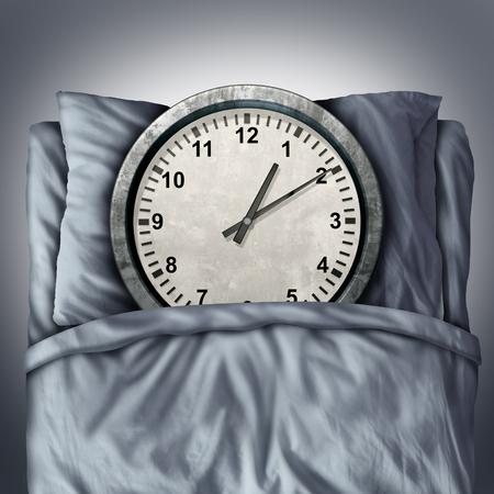 Obtener suficiente concepto de sueño o dormir símbolo problemas como un reloj en la cama en una almohada como una metáfora para el descanso y el relax necesario para una mente sana y cuerpo o nombramiento horario estrés.