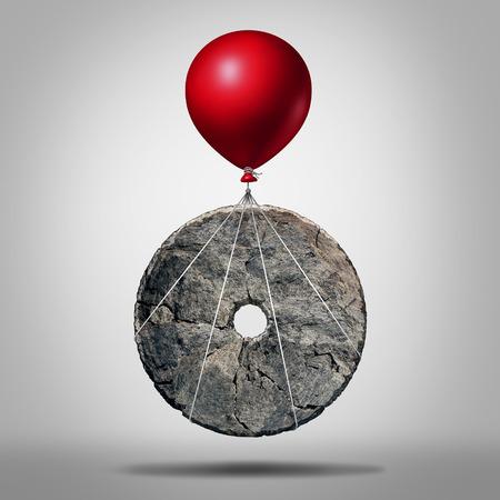 Technologie vooruitgang en uitvinding revolutie, symbool als een vroege stenen wiel wordt opgetild door een ballon als een modernisering metafoor voor het bevorderen van innovatie als een icoon voor het bedrijfsleven evolutie. Stockfoto