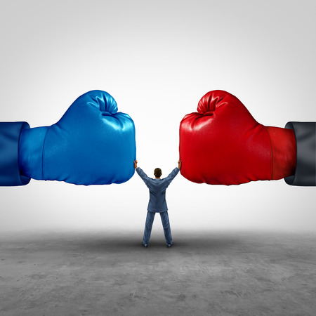 conflicto: Mediar y legal concepto de negocio la mediación como un empresario o persona que separa dos competidores de guantes de boxeo de oposición como un símbolo de arbitraje para la búsqueda de intereses comunes para resolver un conflicto legal.