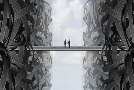 Acuerdo de reparto de la sociedad negocio apretón de manos como una estrategia de solución con un equipo que se unen a cabo de carreteras retorcidas enredadas en un puente para encontrar un objetivo común. Foto de archivo