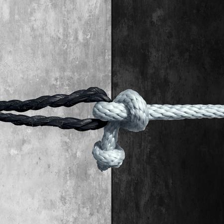 Racial Einheit Konzept als Symbol gegen Rassismus in der Gesellschaft als weiße und schwarze Seil zusammengebunden als Metapher für die Freundschaft und Respekt. Standard-Bild