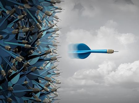 El éxito del negocio de enfoque como un símbolo de éxito de la comunicación y el marketing como un grupo de dardos mezclados y un individuo enfocado emergente en una línea recta a cabo fuera de la manada como el liderazgo y el rendimiento metáfora.