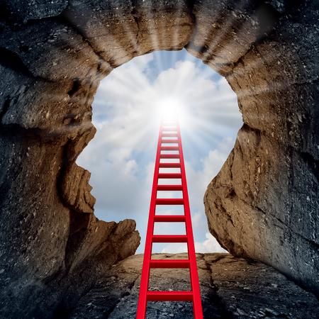 Concepto de mente abierta a modo de un acantilado de la montaña profunda forma de una cabeza humana con una escalera que conduce a la parte exterior hacia un sol resplandeciente como una metáfora de la psicología y la salud mental para el descubrimiento espiritual. Foto de archivo
