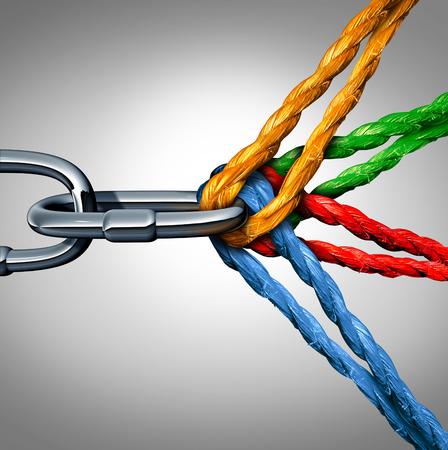 Concept de connexion comme un symbole de groupe connecté avec différentes cordes attachées et reliés entre eux tirant sur une chaîne en métal comme un lien incassable comme une confiance de la communauté et de la foi métaphore.