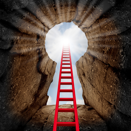 llave de sol: Alcanzar el éxito como una oportunidad de negocio y el concepto de adelanto de la carrera como una escalera roja que conduce a una abertura en un acantilado de la montaña mirando hacia arriba en forma de un ojo de la cerradura con el sol brillo hacia abajo.