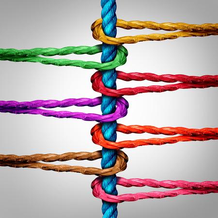 개념: 연결 및 중앙 집중화 된 지원 구조에 연결하기위한 네트워크 메타포로 중앙 로프에 연결된 다양한 로프의 그룹으로 중앙 연결 비즈니스 개념입니다.