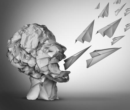Paper Communicatie en social media marketing concept als een groep van verfrommeld kantoorpapier in de vorm van een open mond menselijk hoofd communicatie met papieren vliegtuigjes als een metafoor voor promotie.