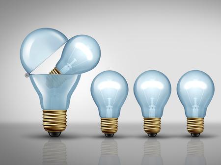 pensamiento creativo: concepto de la productividad y de la empresa símbolo fértil imaginación como una bombilla bombilla abierto o crear luces más pequeñas como una metáfora de la creación de ideas prolífica o inteligente icono de la estrategia de fabricación como una ilustración 3D. Foto de archivo