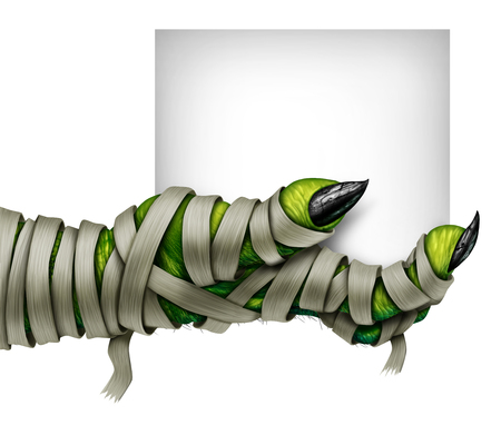 Momia mano que sostiene la muestra con un monstruo espeluznante mano momificada envuelta en vendas sucias viejo traje que sostiene una tarjeta en blanco aislado en un fondo blanco como símbolo para una invitación de la fiesta de disfraces de Halloween en un estilo de ilustración 3D. Foto de archivo