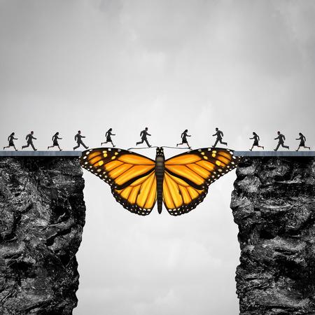 Oportunidad y la transición concepto o la migración como una mariposa que actúa como un puente entre dos acantilados que la gente vaya a su viaje como un símbolo de la esperanza y la fe con elementos de ilustración 3D. Foto de archivo