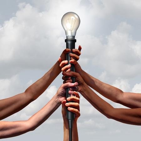 enchufe de luz: grupo de equipo de la idea tan diversas personas que tienen un enchufe de la luz eléctrica con una bombilla iluminada como una comunidad conectada visión o concepto de pensamiento social con elementos de ilustración 3D. Foto de archivo