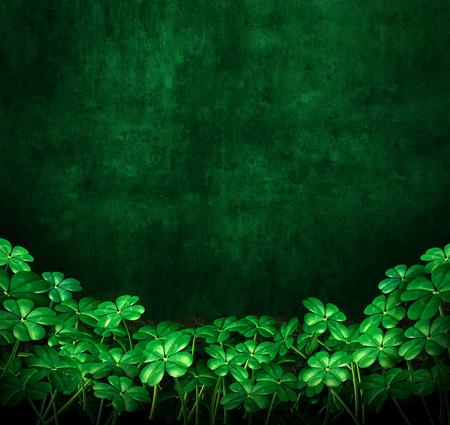 Trébol fondo del grunge verde con tréboles de cuatro hojas con copyspace como un símbolo de san patricio o celebración irlandesa como una ilustración 3D.