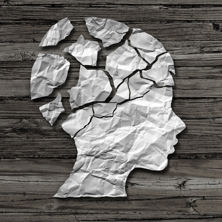 Concepto de abuso infantil y el daño físico o emocional en los niños como una víctima de la violencia o el asalto como un papel arrugado sobre madera rústica en forma de la cabeza de una persona abandonada joven como una metáfora de la psicología en un estilo de ilustración 3D. Foto de archivo