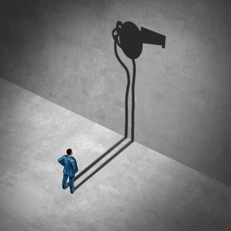 Impiegato del whistleblower o del concorrente del fischio come simbolo di un agente informale segreto che propone come lavoratore informatore con la sua ombra di un fischio come metafora di informazioni interne su cattiva condotta con gli elementi dell'illustrazione 3D Archivio Fotografico - 85708822