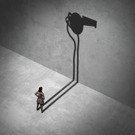 Vrouwelijke klokkenluider en werkplek juridische klager als een vrouw die zich met een schaduw van een fluitje als een blootgestelde werk misdaad metafoor met 3D illustratie elementen.