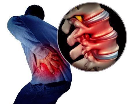 Concept médical de la douleur au bas du dos ou du dos et de la colonne vertébrale douloureuse en tant que personne tenant la zone de la colonne vertébrale douloureuse en tant que concept médical avec des éléments d'illustration 3D. Banque d'images