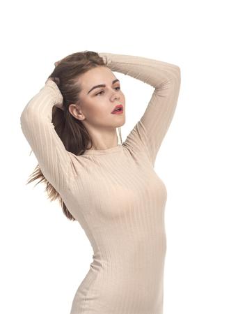 77f7995b6a5579  82491928 - Emotioneel mooi meisje poseren in Studio op een witte  achtergrond. Het geïsoleerde beeld.