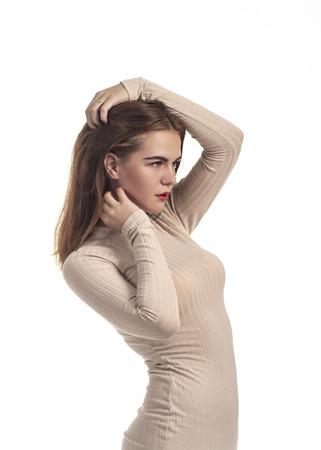 8f88e3f4bcfaed  84914544 - Emotioneel mooi meisje poseren in Studio op een witte  achtergrond. Het geïsoleerde beeld.