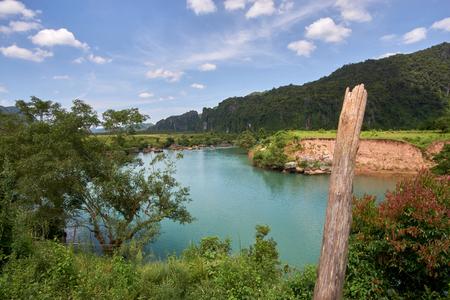 Phong Nha의 마을 근처의 강 Phong Nat Ke Bang, 베트남