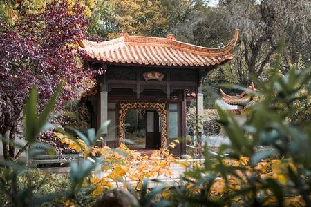 Beautiful thai temple, city park munich, in autmung with nice colors. Standard-Bild