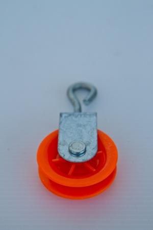 pulley: la polea en el fondo blanco Foto de archivo