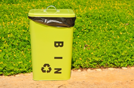Green bin Stock Photo - 15330396