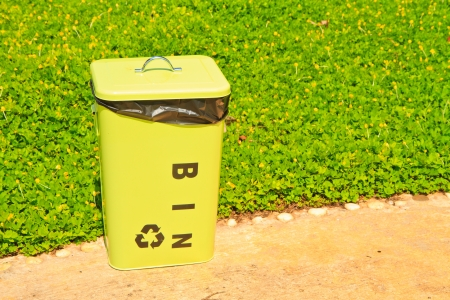 Green bin Stock Photo - 15330406