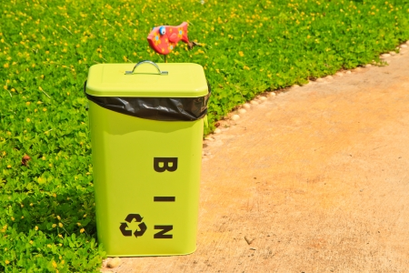 Green bin Stock Photo - 15330345