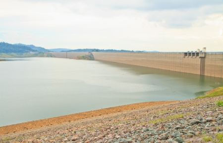 compacted: Khundanprakanchon dam,Compacted concrete dam in Thailand and is the longest grind in the world With a total length of 2720 meters, the 93 meters high water capacity 224 million cubic meters  Stock Photo