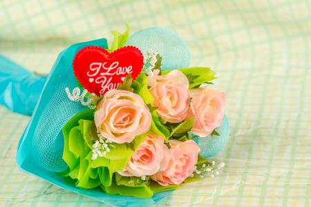 Red heart and roses on blur green background 스톡 콘텐츠