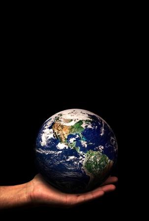 madre terra: Mano umana tenendo nostra Madre Terra