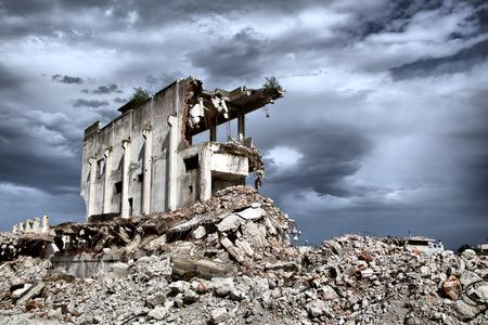 Reste de la démolition de vieux bâtiments abandonnés