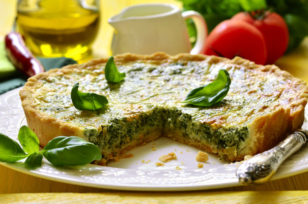 Quiche with spinach - traditional dish of french cuisine. Foto de archivo