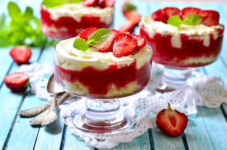 Strawberry tiramisu decorated with mint leaves and strawberry slices.