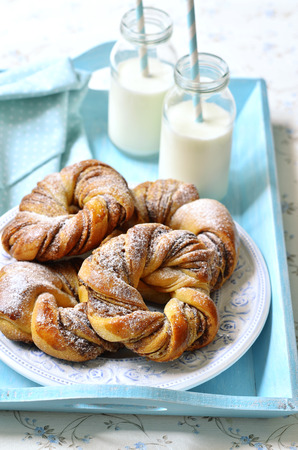 leche: Cinnamon buns with milk for a breakfast.
