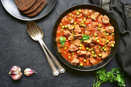 Veal stewed with vegetables in tomato sauce. Archivio Fotografico