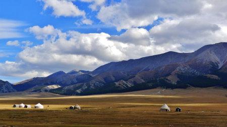 xinjiang: Beau paysage pr�s de Sailimu Lake, Xinjiang, Chine