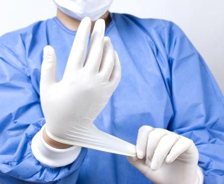 il medico di mettere i guanti