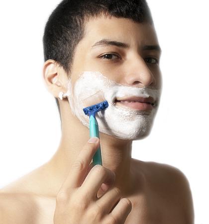 hombre afeitandose: hombre afeitado