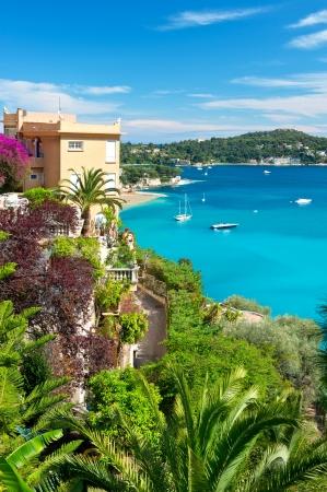 paisaje mediterraneo: hermoso paisaje mediterr�neo, vista del hotel de lujo y de la bah�a de Villefranche-sur-Mer, Costa Azul, Costa Azul franc�s, Francia, cerca de Niza y M�naco