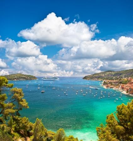 Vista del centro turístico de lujo y de la bahía de la Costa Azul. Villefranche, francés riviera